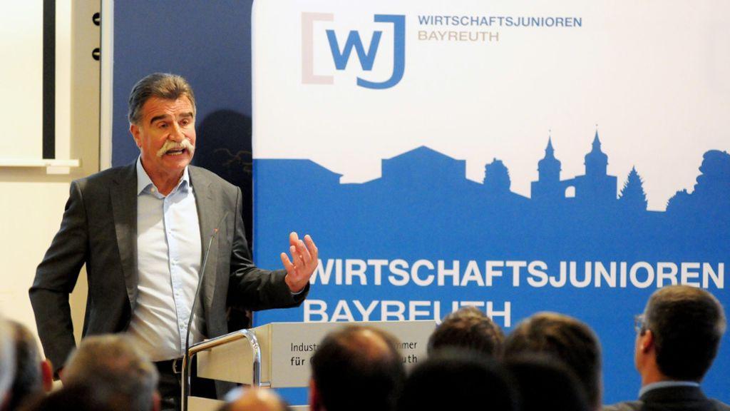 Handball-Legende Heiner Brand plauderte bei den Wirtschaftsjunioren aus dem Nähkästchen. Foto: Ralf Münch
