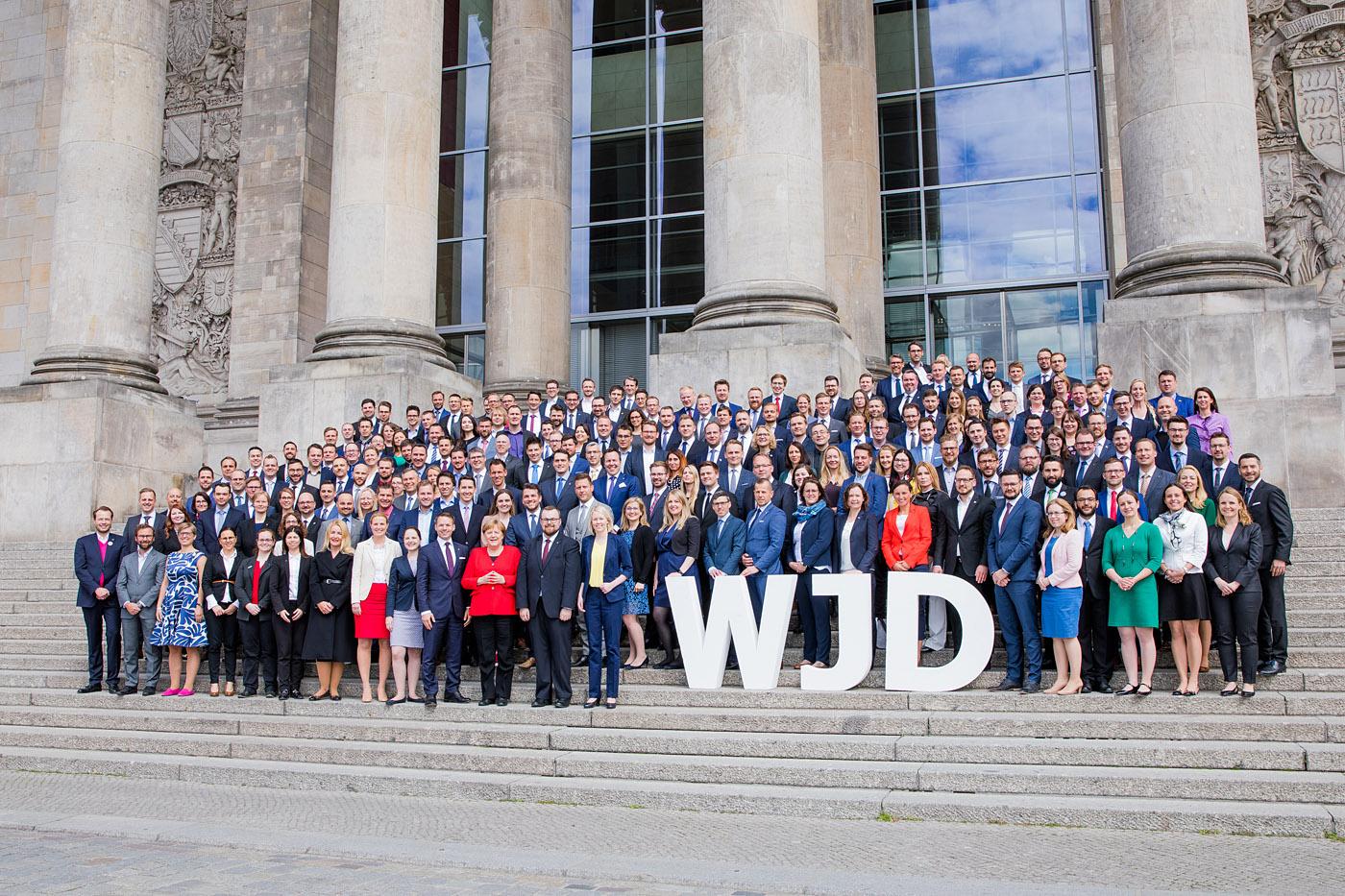 Gruppenfoto mit Bundeskanzlerin Angela Merkel. Foto: WJD/Jana Legler